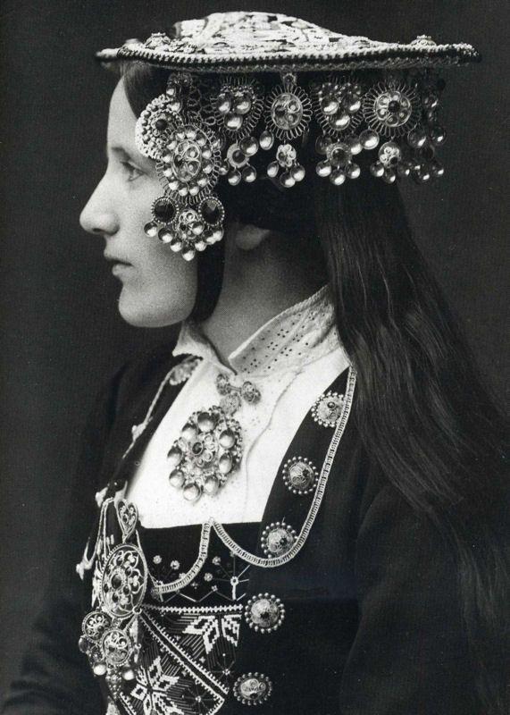 norwegian-wedding-crown