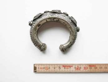 bracelet-kuchi-horseshoe-stones-1