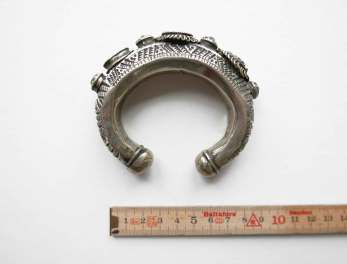 bracelet-kuchi-horseshoe-stones-2