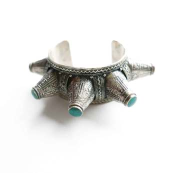 cuff-spike-turquoise-inlay-detail