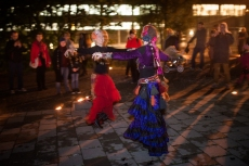 Oslo Tribal & Bellydance School på Elvelangs i Fakkellys 2015 - foto Andreas Ulvo